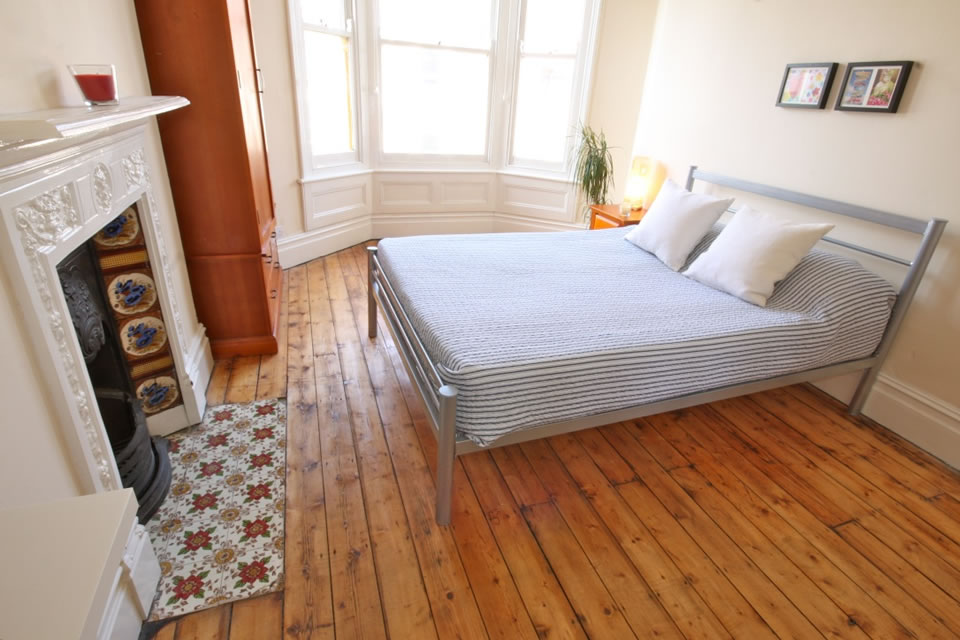 Large bedroom for univeristy student lets in Bristol